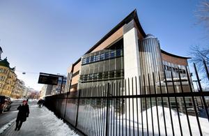 Här var det fram till 1999 riksbank. Huset byggdes 1987 och ska enligt arkitekten har formen av ett stort skepp.