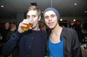 Strike. Matti Peltomaa och Johan Ollson.
