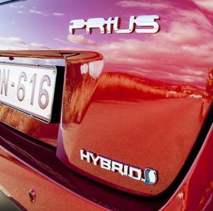 Klassikern Prius kom till Sverige 1998. Nu kommer den fjärde generationen som är helt olik de tidigare modellerna