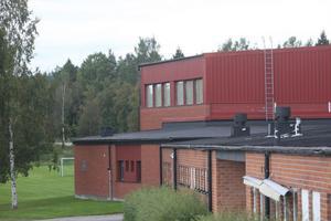 Idrottsthallen i Harmånger står numera oanvänd många timmar under skolveckan.