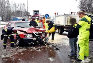 Två bilar krockade på Näringen i Gävle under torsdagsförmiddagen.