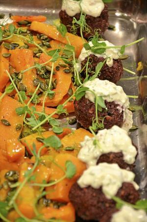 Pumpa, matkornbollar med getost och rödbetor är det vegetariska alternativet på menyn. Bild: GÖRAN KEMPE
