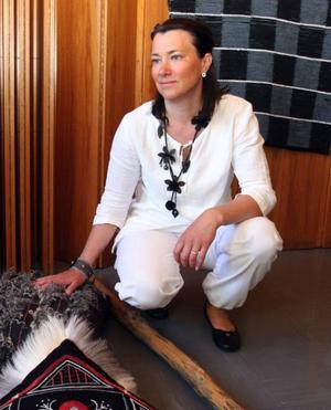 Jeanette Åslund, Åre, har bland annat vävt en kuddei tuskaft med ullockar från lokala Fjällbete.