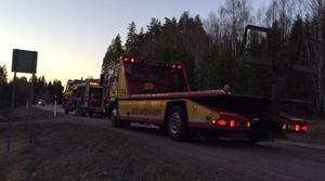 Räddningstjänsten stängde av väg 69 för att släcka branden.