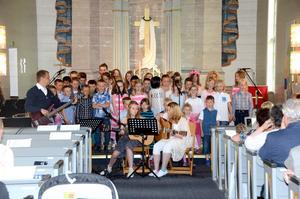 Skolavslutning med sommarsånger i Gäddede kyrka.