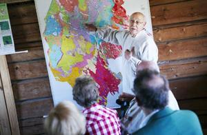 Curt Lofterud har tillsammans med geologen Leif Tjärnström, kartlagt 26 högintressanta geologiska platser i Krokoms kommun. Projektet hade invigning på JO-gården i går.