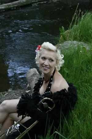 triss i trumpet. Gunhild Carling kan spela på tre trumpeter – samtidigt.