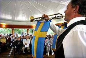 Foto: GUN WIGH Godsak. - Paviljongen har blivit en riktig karamell, så otroligt vacker, konstaterade invigningstalaren Ingvar Hansson, Föreningen Blåsmusik i Regementsparken.