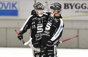 Henriksen kan glädjas åt att Svenne Olsson tagit ut honom till landslaget – men kommer det att bli leenden även i klubblaget?