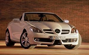 Mercedes SLK är tionde med 92 sålda bilar.Foto: Mercedes