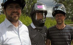 Vd:n Hans Persson, marknadschefen Joakim Andersson och Pontus Lekaregård från Eternal of Sweden är nöjda med resultatet av rockvideon. Foto: Nina Blazevic