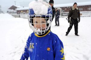 Isak Lundberg har en storebror (Viktor) som spelar i Falu BS a-lag. Nu siktar Isak på att bli än bättre.