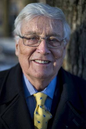 Jan Mårtensson har varit biträdande generalsekreterare i FN, kungens talskrivare och han giller inte dagens våldsamma svenska deckare.