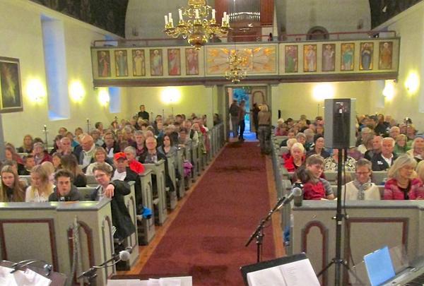 Över 200 personer besökte kyrkans välgörenhetskonsert i Funäsdalen i onsdags.