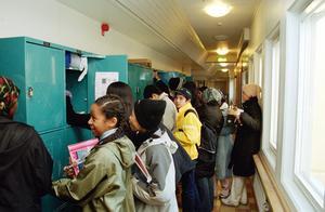 5,3 % av alla gymnasieelever i Örebro län fick sitt studiebidrag indraget under förra läsåret. Personerna på bilden har inget med texten att göra.