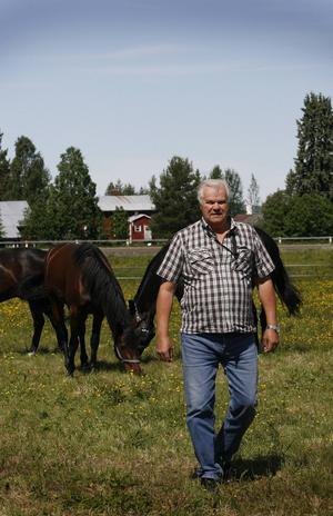 – När jag var barn var det naturligt med hästar. Det är det tyvärr inte för alla i dag, säger Sven-Olof Lindman.hotingtravet