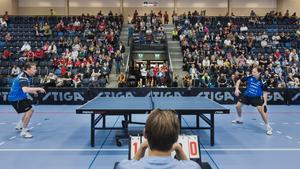 Mikael Appelgren och Jan-Ove Waldner spelade uppvisningsmatch när Västergård arena invigdes.