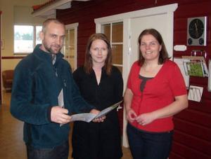 Navigators projektledare Fredrik Westberg tillsammans med sina medarbetare Sara Hammar och Kristina Wallner. Foto: Perra Lindahl