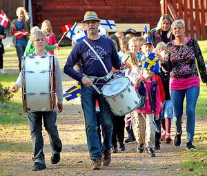 Inmarschen var högtidlig med trumslagarna Erik Sjönneby och Jonatan Gustavsson i täten.