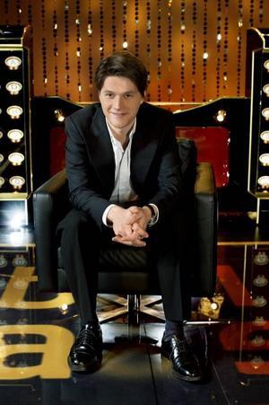 """Bab(b)elman. Daniel Sjölin är programledare för """"Babel""""."""