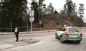 Polisen spärrade av vägen in mot Södertälje Syd.