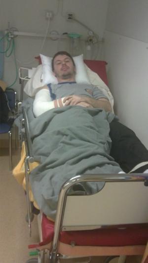 Denniz Muharemi i sjukhussängen i Norrköping.