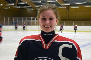 Sandra Danielsson satsar fullt ut på ishockey numera andra sporter har fått läggas åt sidan.