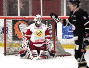 Hudiksvall tog enkelt sin fjärde raka seger mot Hedemora den här säsongen. HSK-målvakten Tetris Eriksson blev utbytt efter 1–4-målet halvvägs in i matchen.