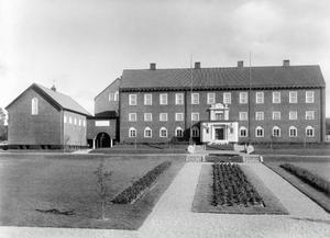 Museiplan mellan Landsarkivet och Jämtlands läns museum när trädgården var relativt ny. Den har fått sin inspiration från de parterrer som anlades i slottsträdgårdarna under barocken.