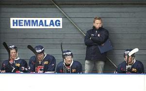 Torbjörn Persson lyckades ta SSIF hela vägen upp till division 1 under sin första säsong i klubben. I stället för motstånd som Alfta och Häradsbygden väntar nu bland annat heta derbyn mot Hedemora, Borlänge och Falun. Foto: Dennis Pettersson/DT