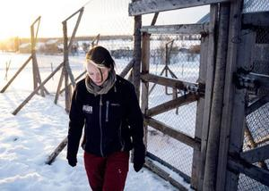 """""""I det här huset är jag en gång i veckan. Det är en stor familj och jag var här genom mitt förra jobb också, sedan har familjen följt med mig. Det blir nog en trygghet för dem"""", berättar Kristina Sundqvist."""