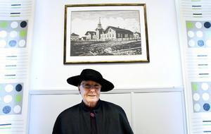 Rektor Lena Wikner under en bild av hur Norra skolan såg ut ursprungligen.