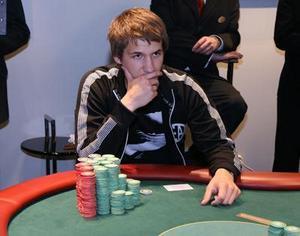 Pokerfunderingar. I finalen i Poker-SM låg Johan Hinders bra till och hade ledningen en stor del av tiden. I de två sista partierna halkade han dock ner till en andraplats. Foto: Poker.se