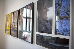 Ett åkband, tack! Hette Camilla Bergströms utställning som visar människor i glädje och vad som är glädje för dem.