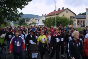 Kvinnodominansen gäller även på Höstrusket i Bergsjö. Här lugna gångare vid starten.