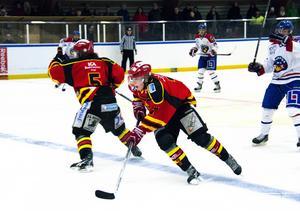 Anton Grödén med bra fart 2014. Nu tar Ånge IK ny sats för att konkurrera bättre i hockeytvåan.