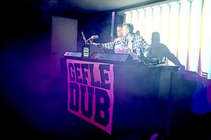 Gefle Dubs ettårsjubileum firades med professionellt buller och bång. Kvalitén på kvällens DJ:s var skyhög.
