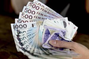 Årepolitiker jagas av fogden för skulder på nästan 600000 kronor.