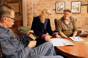 Tre medlemmar i Delsbo hembygdsförening som försöker blåsa liv i verksamheten: Sval Kjell Ekelöf, Mariann Fäldt och Peter Jonaszon.