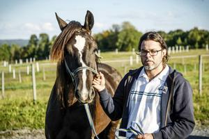 Anders Hafstad med Minelli. Anders står som tränare, men förklarar att det är ett lagarbete med att hålla hästarna i trim. Eller rättare sagt – ett familjearbete...