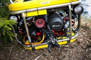 ROV:en (Remotely operated underwater vehicle), som denna typ kallas, har förutom kamera och gripklo, även en sonar så man kan se i grumligt vatten. Prislapp: 2,7 miljoner kronor.
