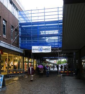 Nytt café. Här kommer Falun att till hösten få ett nytt stort café med internationell prägel med plats för 100 gäster. Caféet binder också ihop Bergströms gallerians båda byggnader.