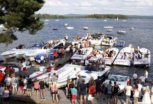 I fjol var Poker-Runn en stor publikfest. Bra väder och 25-30 000 åskådare kommer att följa de 50-talet båtarna på Runn.