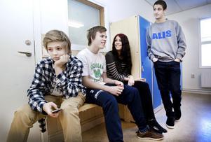 lite trångt. Andreas Bergknecht, Andreas Wahlström, Amanda Andersson och Bader Ereq tycker att det är lite trångt på Källmursskolan. Där går nu omkring 260 elever i tre sjuor, tre åttor och fyra nior.