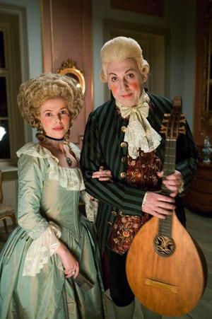 År 2005 kunde tittarna följa ett dygn i makarna Bellmans liv. I rollerna bland andra Anna Björk och Tomas von Brömssen.Foto: Bengt Wanselius/Svt