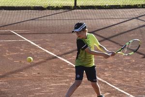 Alexander Gidlund från hemmaklubben Örnsköldsviks Tennisklubb.