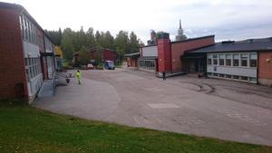 Före: Upprustningen startade i höstas och bestod tidigare av en asfalterad gårdsplan. Bild: Drakfastigheter