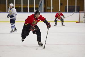 Rutinerade nyförvärvet Mikael Lundgren, 40, gjorde ett mål och en assist i sin debut.