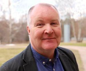 Mathz Eriksson (C) är ny ordförande i Lindesbergs socialnämnd och ledamot i kommunstyrelsen bland annat.