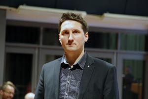 Mikael Östling (M) antyder att han förespråkar att vindkraftsparken får byggas.